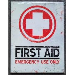 magnet 6x8cm first aid...