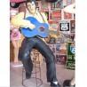 statue géante elvis presley assis jouant de la guitare king