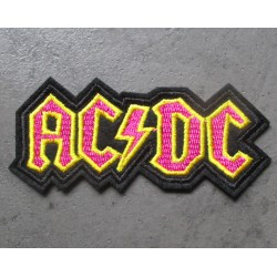 patch groupe hard rock acdc noir jaune rose 8x5x4 cm  écusson  thermocollant  veste chemise
