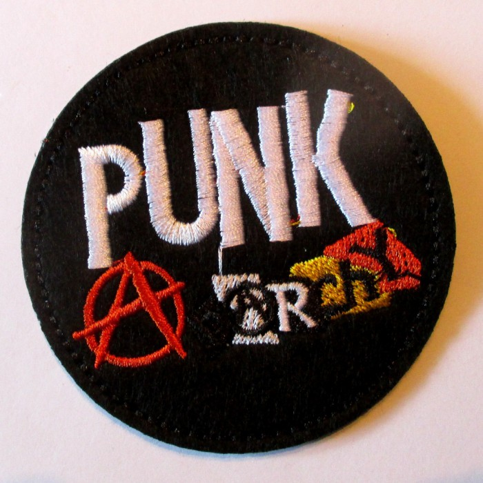 patch rond noir punk anarchy 7.5 cm  écusson  thermocollant  veste chemise