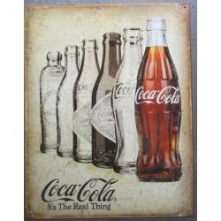 plaque soda coca cola vieilles bouteilles sur fond beige aspect vieillit , the real thing usa