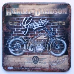 dessous de verre harley davidson davant un mur en brique rouge 9x9cm