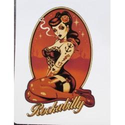 mini sticker pin up tatouée inscription rockabilly 9x6.5cm autocollant look année 50 rock roll