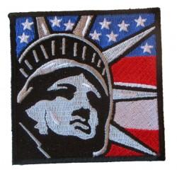 patch statue de la liberté sur fond de drapeau usa 7.5 cm ecusson thermocolant