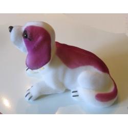 chien de plage arriere de voiture  blanc violet rose collector