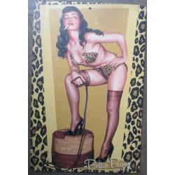 plaque plastique souple sexy bettie page en tenu leopard  46x30 affiche traitée anti UV