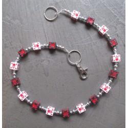 chaine de portefeuille dé noir & blanc  crane pirate rouge