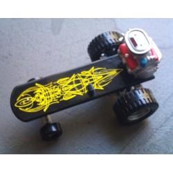 planche à roulette rat fink pinstripé jaune moteur figurine