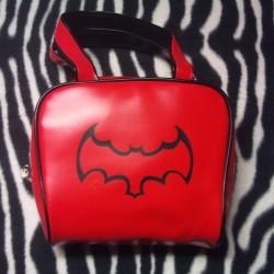 sac a main batman rouge chauve souris ideal punk gothique