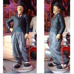 statue géante charlot taille réel charlie chaplin  humour
