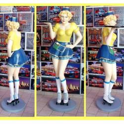 statue géante serveuse sur roller 2 pin up jaune bleu siner