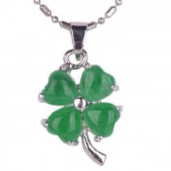 pendentif trefle a 4 feuilles en jade vert femme pin up rock
