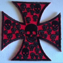 patch croix de malte rouge et petit crane noirecusson rock