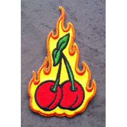 patch cerise rockabilly fond a flammes ecusson pin up punk
