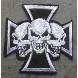 patch croix de malte noir  et 3 cranes blanc ecusson thermo