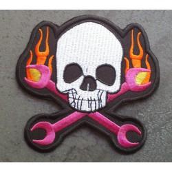 patch crane avec  clés et des flammes écusson thermocollant