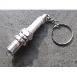 porte clé bougie en plastique et metal drole voiture