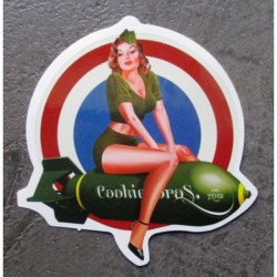 mini sticker pin up miliaire assise bombe cible autocollant