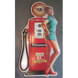 plaque pompe a essence rouge avec pin up sexy en robe courte tole metal garage diner loft